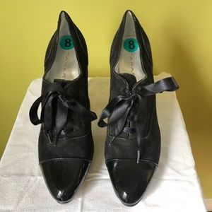 Tahari Louise Lace up Oxfords Size 8